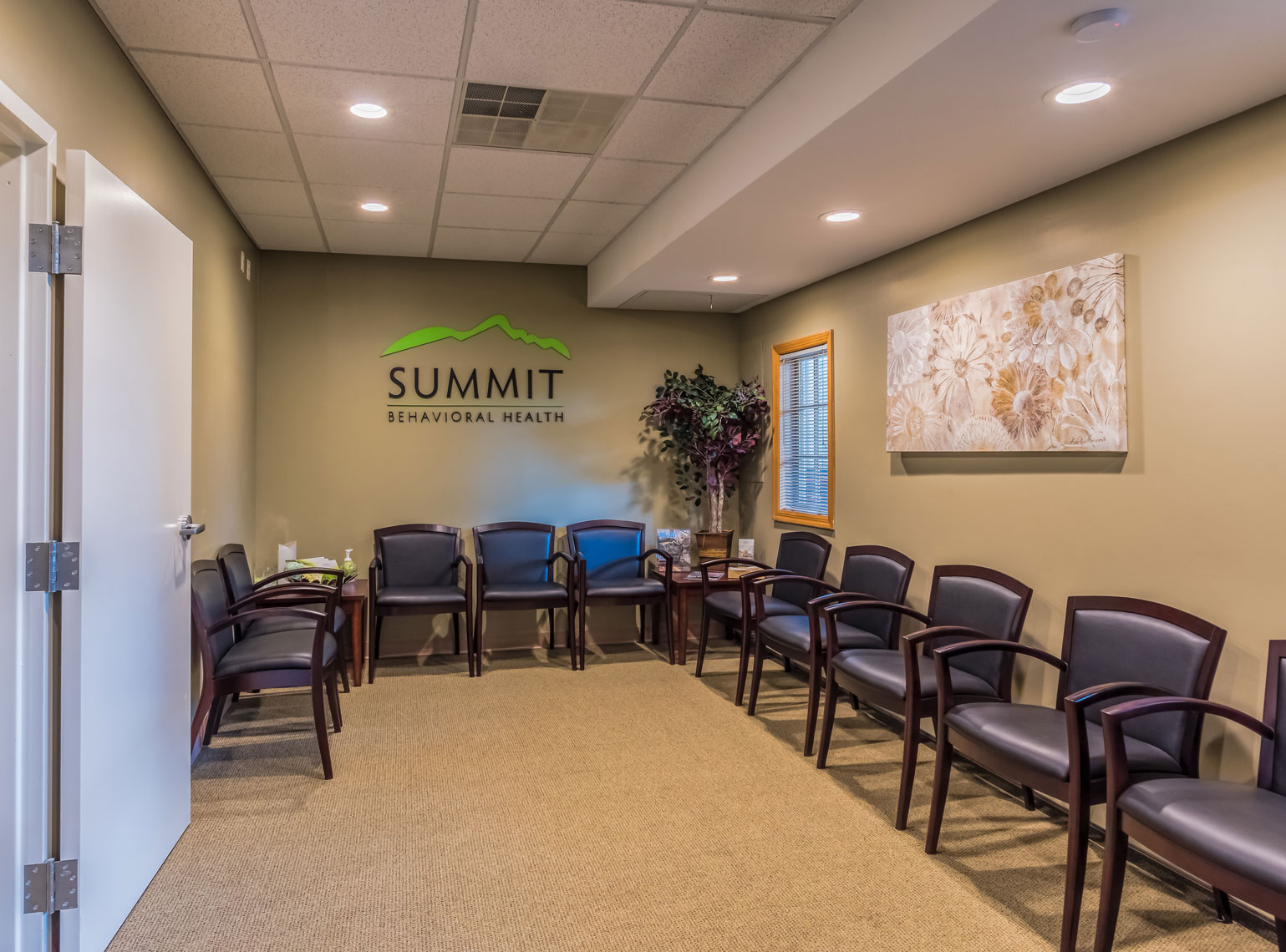 14-Summit--Union-Waiting-Room